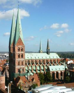 Dzwony gdańskiego carillonu trafiły po wojnie do  Kościoła Najświętszej Marii Panny w Lubece.