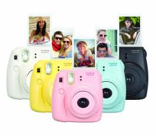 Kolory aparatu Instax Mini 8 dają jasny komunikat - obsłuży je nawet dziecko.