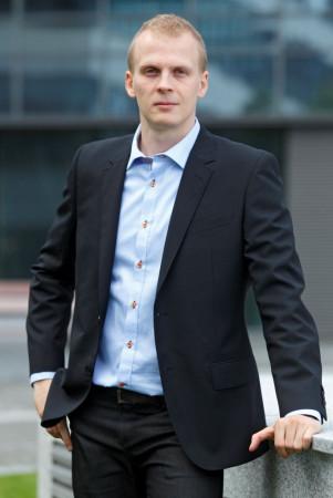 Mikko Savusalo z Finlandii twierdzi, że największą trudność sprawia mu załatwianie spraw w urzędach.