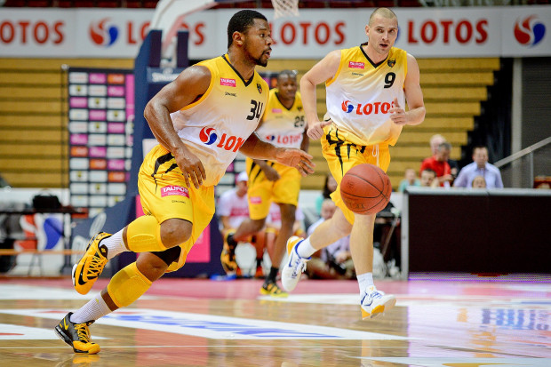Koszykarze Trefla nie mieli większych trudności z pokonaniem tarnobrzeżan, a Paweł Leończyk (nr 9) zaliczył pierwsze double-double w sopockich barwach.