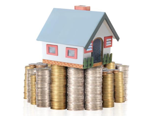 Jeśli darowana lub sprzedana nieruchomość jest obciążona długami, wierzyciele będą mieli prawo dochodzić z niej swoich roszczeń.