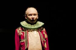 """R@Port otwiera propozycja Teatru Miejskiego w Gdyni - """"Joanna Szalona; Królowa"""". Premierowy pokaz w niedzielę 17 listopada na Dużej Scenie Teatru Miejskiego."""