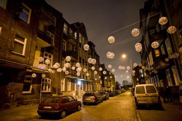Narracje to także instalacje ingerujące w przestrzeń ulicy...