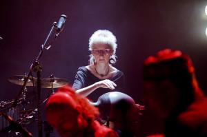 Każdy z muzyków zachwycał indywidualnością. Najjaśniej błyszczała grająca na instrumentach perkusyjnych Patrycja Napierała.