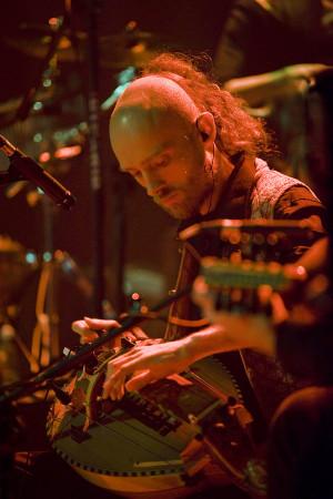 Unikatowego, wielokulturowego charakteru dodawało instrumentarium, w skład którego weszły instrumenty ludowe i tradycyjne.