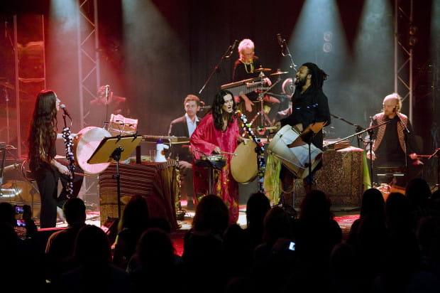 """Podczas niedzielnego koncertu w Filharmonii Bałtyckiej Kayah promowała swój najnowszy projekt """"Transoriental Orchestra""""."""