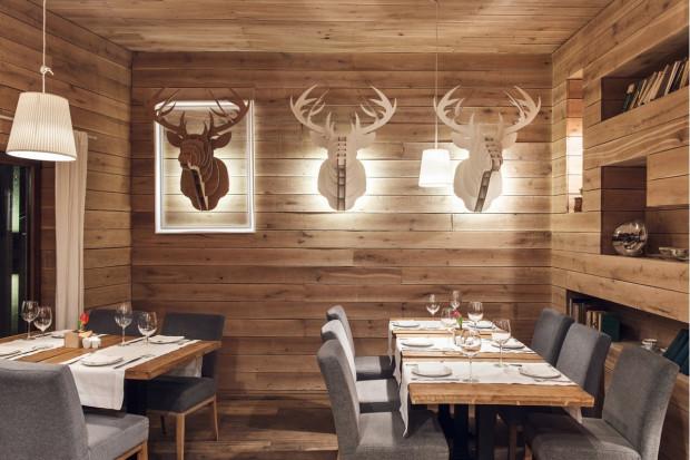 Wnętrze gdyńskiej restauracji Tłusta Kaczka znakomicie wpisuje się w panujący ostatnio na rynku projektowym trend.