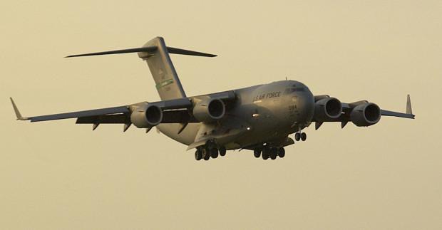 Boeing C-17 Globemaster. Taka maszyna lądowała już w Gdańsku w ramach przygotowań do wizyty prezydenta USA George'a W. Busha w czerwcu 2007 r.