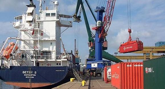 Port Gdański Eksploatacja jest spółką operatorską, zajmującą się obsługą ładunków na obszarze wewnętrznego portu gdańskiego. W połowie listopada na terenie firmy doszło do śmiertelego wypadku.