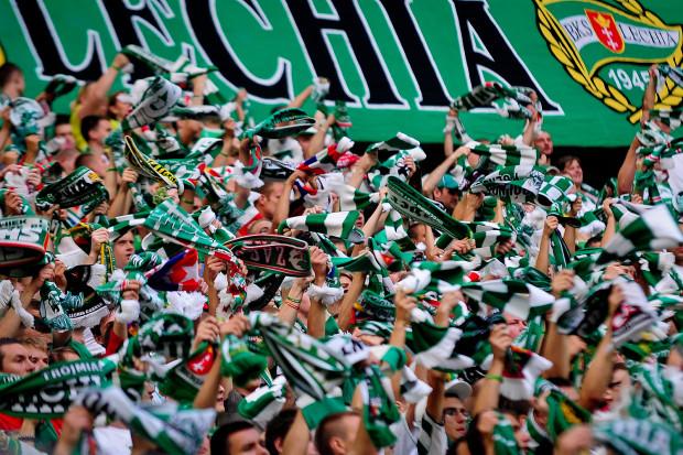 Większościowy udziałowiec Lechii SA częściowo określił się co do swoich planów względem klubu. Gdańscy kibice we wtorek o godzinie 19:00 na spotkanie zaprosili mniejszościowych akcjonariuszy spółki piłkarskiej.