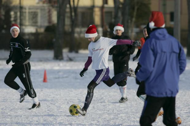 """Piłkarski turniej """"Do Przerwy 0:1"""" to jedna z wielu sportowych atrakcji przewidzianych w mikołajkowy weekend."""