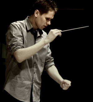 Zjawiskowa okazała się aktywność i kreatywność młodych muzyków. Na zdjęciu młody dyrygent Rafał Kłoczko.