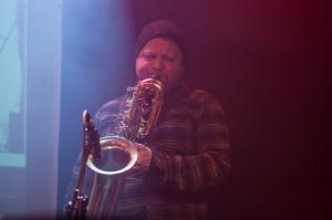 Mikołaj Trzaska wystąpił razem z post-metalowym zespołem Ampacity w sobotę w klubie Ucho.
