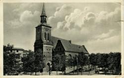Boczna nawa kościoła św. Barbary miała dwuspadowy dach i barokowe szczyty.