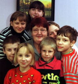 Henryka Krzywonos-Strycharska zasługuje na szacunek, ponieważ od wielu lat prowadzi rodzinny dom dziecka. Jednak w żaden sposób nie zwiększa to jej kompetencji jako posła do Parlamentu Europejskiego.