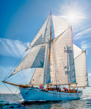 Rejs Generałem Zaruskim to gratka dla pasjonatów żeglarstwa.