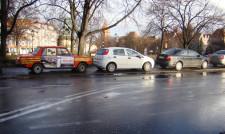 Wartburg zaparkowany przy Targu Drzewnym.