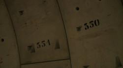 Każdy z pierścień utworzony z tubingów został ponumerowany. Nad 350 pierścieniem znajduje zachodni brzeg Martwej Wisły.