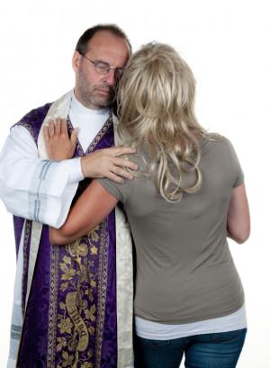 """Pop i pastor mogą mieć żony. Ksiądz nie. A przecież wszyscy wyznają tego samego Boga. Czyja moralność jest """"właściwa""""?"""