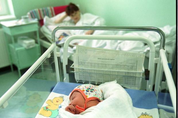 Dlaczego na salę poporodową w szpitalu na ul. Klinicznej może wejść ksiądz i fotograf, a ojciec dziecka nie?