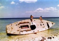 """Wrak """"Daru Przemyśla"""" na wybrzeżu Kuby."""