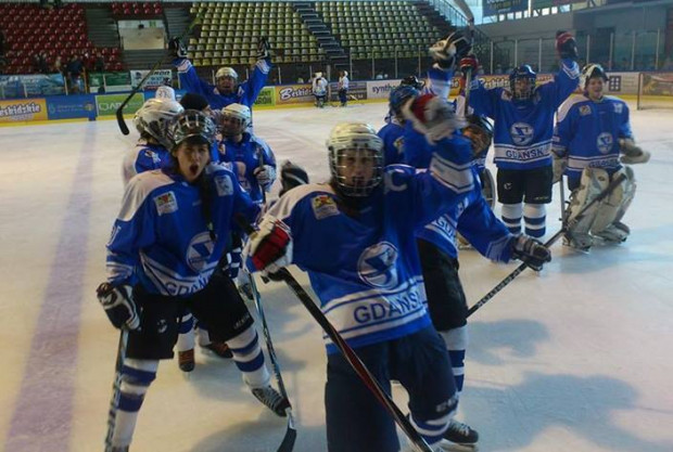 Gdańskie hokeistki znalazły się w gronie czterech najlepszych zespołów w kraju. Już w sobotę rozpoczną półfinałową rywalizację z Unią Oświęcim.