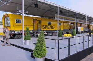Lokomotywa-szlifierka firmy Speno. Tego typu maszyna pracuje w Gdańsku na torach dalekobieżnych.