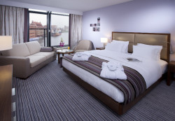 Z apartamentu DELUXE (Hilton Gdańsk) rozpościera się przepiękny widok na Motławę.