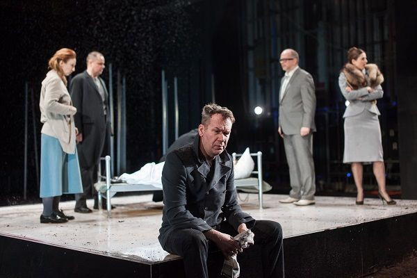 """""""Czarownice z Salem"""" Teatru Wybrzeże po sukcesie w Trójmieście zostały dostrzeżone poza nim. Spektakl został zaproszony na Warszawskie Spotkania Teatralne, które odbędą się w kwietniu. Pokaz spektaklu 13 kwietnia."""