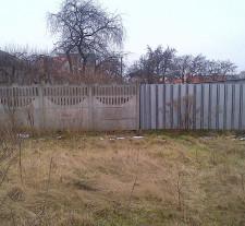Według urzędników najlepszym rozwiązaniem jest jednak wyznaczenie drogi przez... ogrodzoną działkę sąsiada.