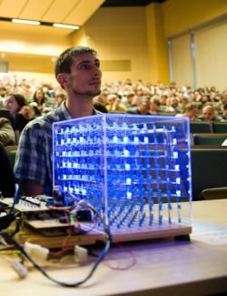 Kostka LED była jednym z projektów, które zajęły drugie miejsce.