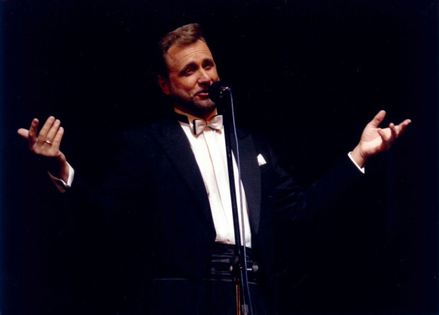 """- Występuję na scenie już wiele lat. Zdążyłem zatem zaobserwować, co podoba się moim słuchaczom i podczas każdego koncertu staram się sprostać ich oczekiwaniom - mówi tenor Bogusław Morka, który wystąpi 1 marca w Sali Koncertowej Portu Gdynia prezentując """"Najpiękniejsze melodie świata""""."""