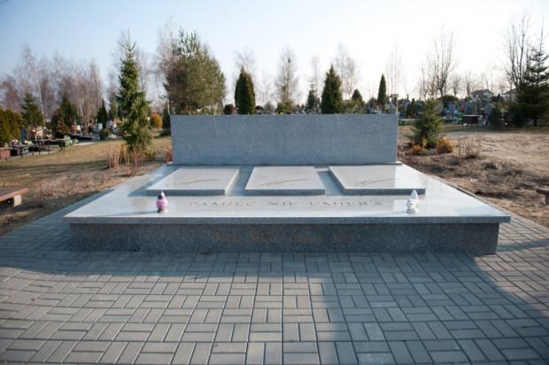 Zbiorowy grób na pochówki urnowe na Cmentarzu Łostowickim jest już oddany do użytku.