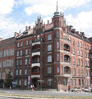 Kamienica przy ul. Okopowej 17 wita wjeżdżających do śródmieścia Gdańska od strony Oruni.
