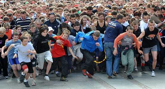 Biegać każdy może, trochę lepiej lub gorzej..., ale spróbujcie w sobotę w szpilkach lub kapciach.