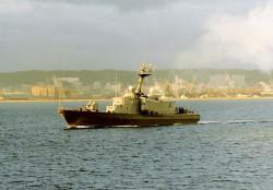 ORP Rolnik wypływa z portu w Gdyni.