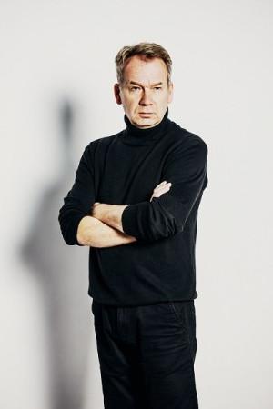 """Mirosław Baka od lat należy do liderów zespołu Teatru Wybrzeże i jest najbardziej rozpoznawalną """"twarzą"""" tego teatru."""