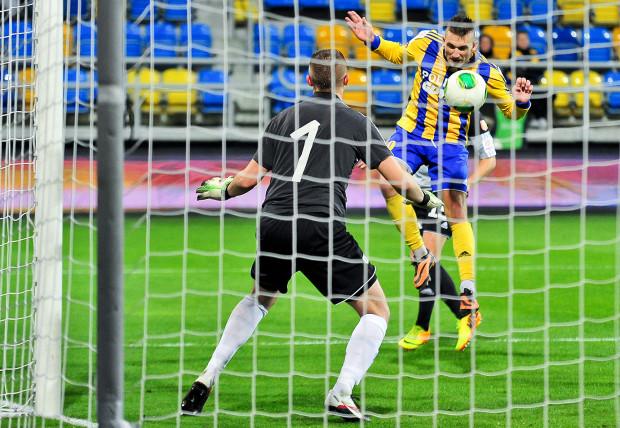 Michał Rzuchowski po raz kolejny udowodnił, że nawet mierząc 176 centymetrów można zdobywać gole. Ten pomocnik w Jaworznie jest na wagę zwycięstwa nad GKS Tychy.