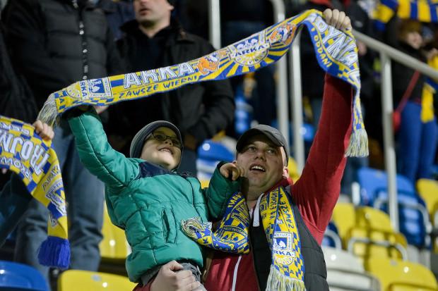 Kibice Arki Gdynia świętowali zwycięstwo nad Wisłą Płock. W podobnych nastrojach w minionym tygodniu po meczach swoich drużyn byli fani innych trójmiejskich zespołów.