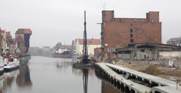 Gdańsk nie ustaje w poszukiwaniu inwestorów, którzy zagospodarują Wyspę Spichrzów. Szansę na powodzenie inwestycji i jej atrakcyjność zwiększyć mają m.in. już prawie gotowe nowe nabrzeża.