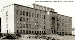 Tak niegdyś wyglądał gmach, w którym mieściło się między innymi Prywatne Gimnazjum Męskie.