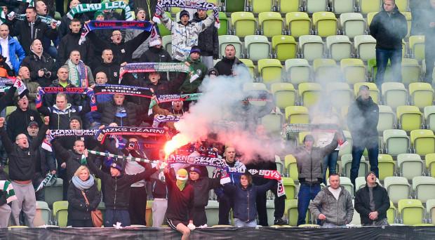Kibice Lechii już do końca sezonu nie mogą organizować wyjazdów na mecze ekstraklasy, a jeśli w drugiej części rozgrywek biało-zieloni poza Gdańskiem rozegrają tylko trzy mecze, to kara skutkować będzie także po wakacjach.