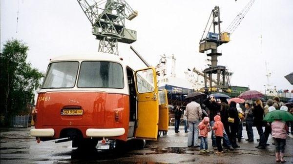 Przejażdżki po terenie stoczni przyciągały rocznie nawet do 5 tys. turystów.