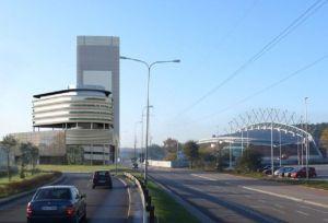 W niższej części kompleksu, od strony Drogi Różowej, znajdą się dwa hotele z ok. 200 pokojami.
