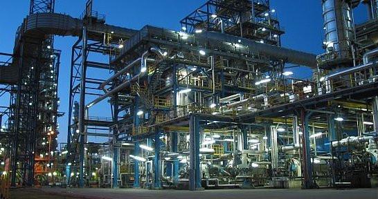Warty ponad 5 mld zł program 10+, dzięki budowie nowoczesnych instalacji, zwiększy moce przerobowe gdańskiej rafinerii z 6 mln ton ropy rocznie do 10,5 mln ton.