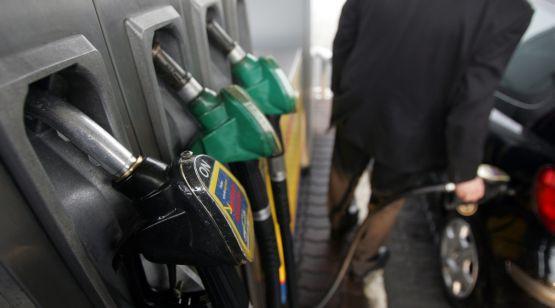 Tankowanie staje się coraz mniej przyjemne. Przez rosnące ceny paliw.