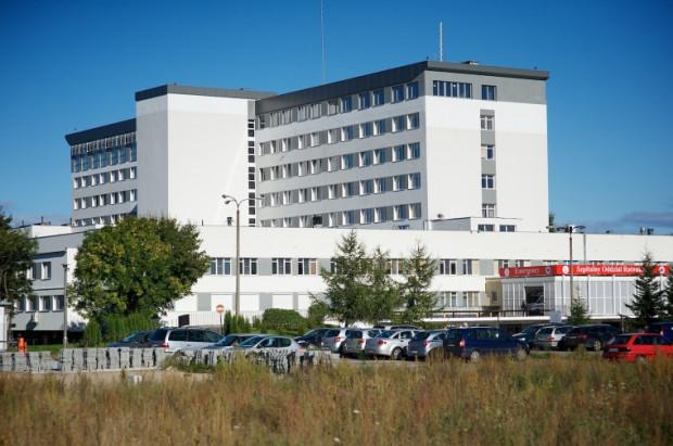 W środę ok. godz. 9 rano z szóstego piętra budynku wypadł pracownik działu administracji szpitala na Zaspie.