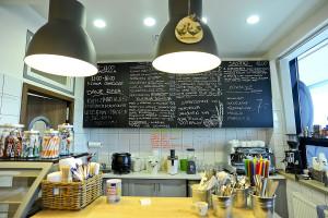 Mango Cafe to mała kawiarnia w budynku Szkoły Morskiej w gdyńskim porcie.