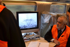 Podczas testów sprawdzano m.in. jak pantograf pociągu współpracuje z siecią trakcyjną. Obserwowano to poprzez zamontowaną na dachu pociągu kamerę.