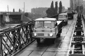 Gruntowne prace remontowane na Moście Siennickim ostatni raz toczyły się na przełomie lat 80. i 90. Wymieniano wtedy przęsła obiektu. Obok ustawiono wówczas most saperski. Teraz nie będzie już takiej potrzeby, jest most wantowy.